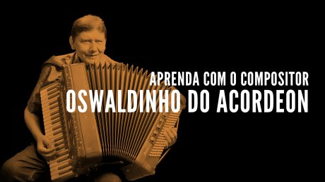 "Oswaldinho do Acordeon segurando seu acordeon com o título ""Aprenda com o compositor - Oswaldinho do Acordeon"""